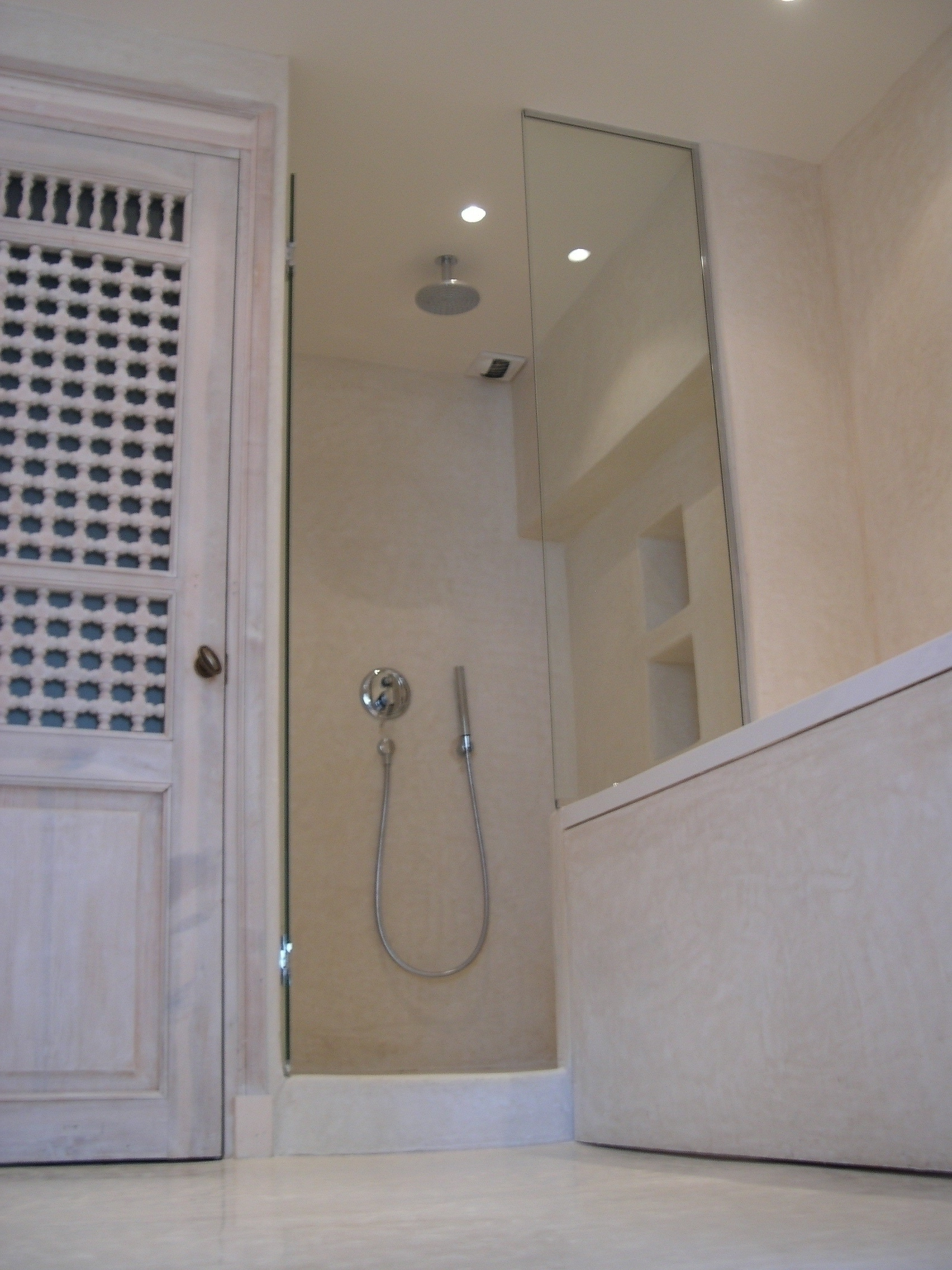 tadelakt de marrakech lahouari tahiri artisan salle de bain douche sol en tadelakt nature. Black Bedroom Furniture Sets. Home Design Ideas