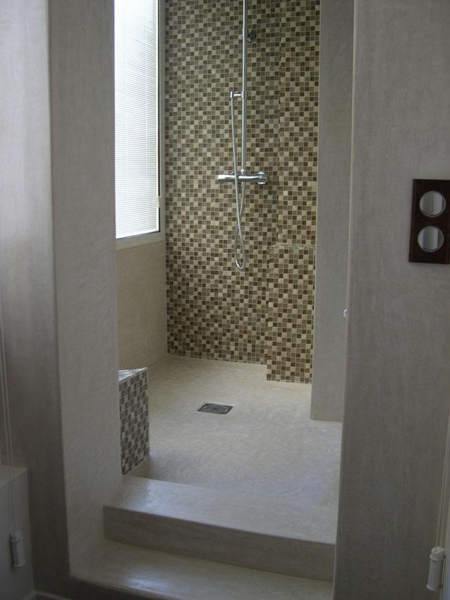 Tadelakt de marrakech lahouari tahiri douche l for Salle de bain italienne mosaique